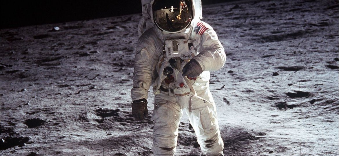 Neil-Armstrong-on-The-Moon-2.jpg