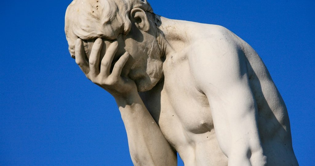 Paris_Tuileries_Garden_Facepalm_statue-2.jpg