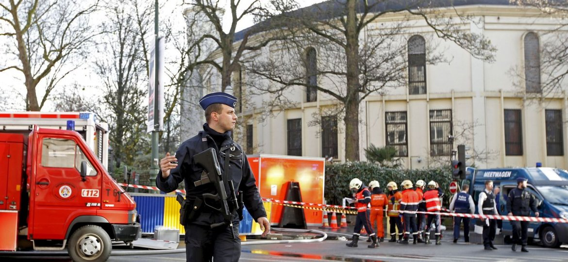 a-belgian-police-officer-and-firefighters-work-outside-the-grand-mosque-in-brussels_5471004.jpg